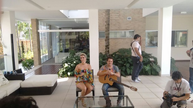 Chimbinha apresenta Thábata Mendes, nova vocalista da Calypso.
