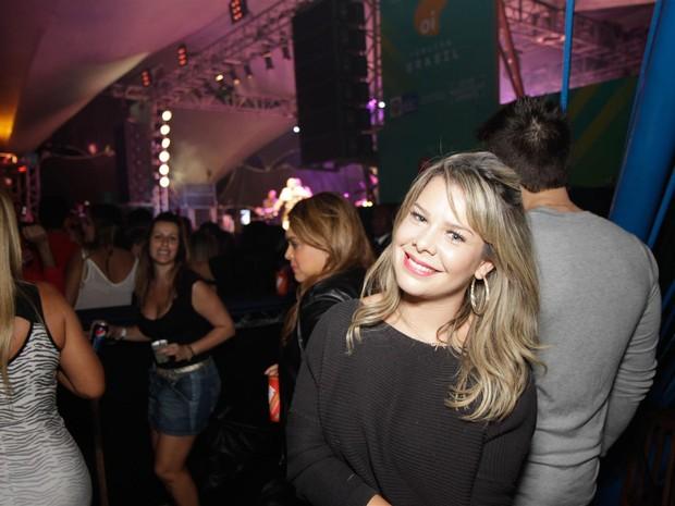 Fernanda Souza em show no Rio (Foto: Tarso Ghelli/ Divulgação)