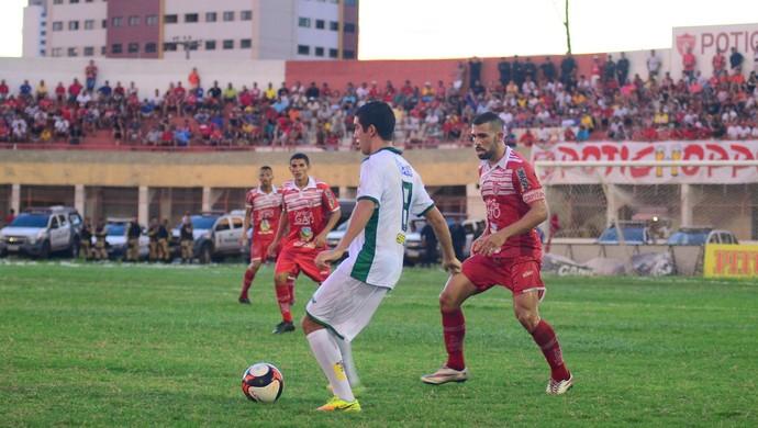 Baraúnas x Potiguar de Mossoró, no Estádio Nogueirão (Foto: Allan Phablo Queiroz)