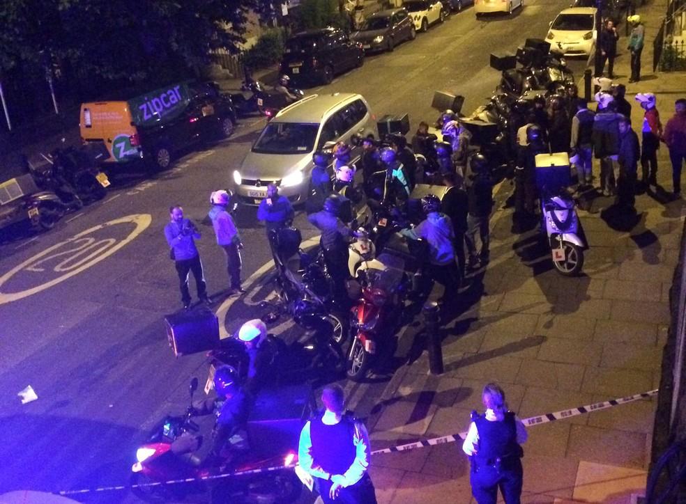 Polícia de Londres atende ocorrência envolvendo ataques com ácido na capital (Foto: SARAH COBBOLD via REUTERS)