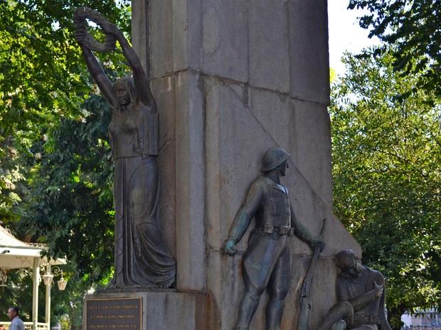 Monumento ao Soldado Constitucionalista na Praça José Bonifácio em Piracicaba (Foto: Claudia Assencio/G1)