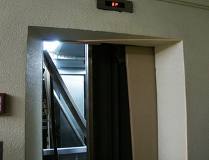 elevador neymar porto alegre inter santos (Foto: Diego Guichard/Globoesporte.com)