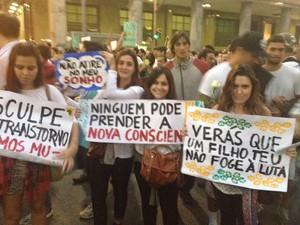 """Cartaz de Luiza afirma """"uma nova consciência"""" (Foto: Luís Bulcão/G1)"""