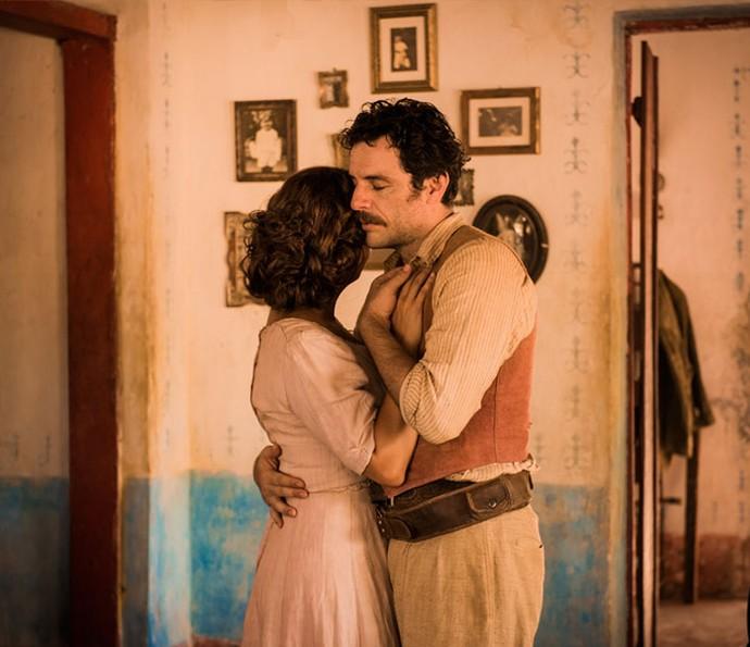 Fabiula Nascimento e Rodrigo Lombardi trabalham juntos pela primeira vez em 'Velho Chico' (Foto: Caiuá Franco/ Globo)