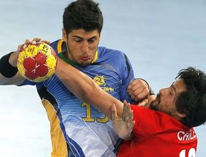 Patrianova na partida de handebol entre Brasil e Espanha (Foto: EFE)