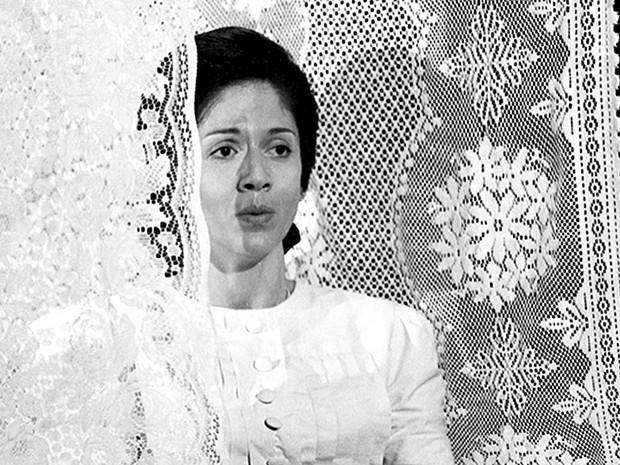 Yoná Magalhães em 1973 no episódio 'Fogo Morto' de Caso Especial, que exibia histórias com duração média de 1 hora em formato modernizado do antigo teleteatro (Foto: Cedoc/TV Globo)