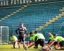 Figueirense faz treino com portões fechados; Elias pode ser titular