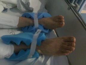Malga posta foto dos pés de Chico Anysio (Foto: Facebook / Reprodução)