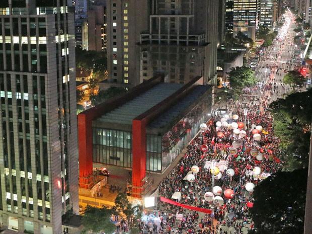 Manifestação contra o governo Temer bloqueia a Avenida Paulista (Foto: Daniel Teixeira/Estadão Conteúdo)