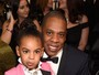 Blue Ivy, filha de Beyoncé, usa terninho rosa e rouba a cena no Grammy 2017