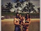 Alessandra Ambrósio posa de biquíni com a família