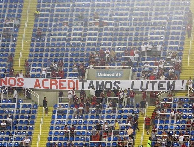 Faixa torcida Flamengo (Foto: Richard Souza / Globoesporte.com)