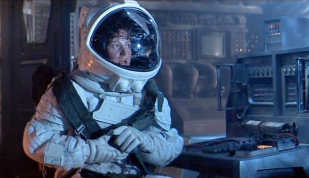 A nave espacial Nostromo está em sua viagem de volta para a Terra quando capta um sinal vindo de um asteroide (Foto: Divulgação/Reprodução)