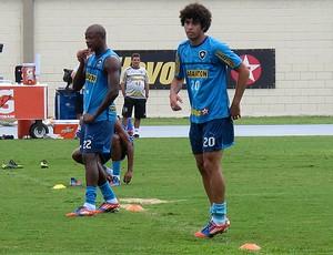 bruno mendes botafogo treino (Foto: Thales Soares / Globoesporte.com)