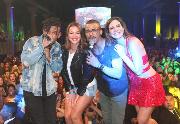 Orelha, Bruna Marquezine, Lucas e Carol Sampaio  (Foto: Reginaldo Teixeira/CS Eventos Divulgação)