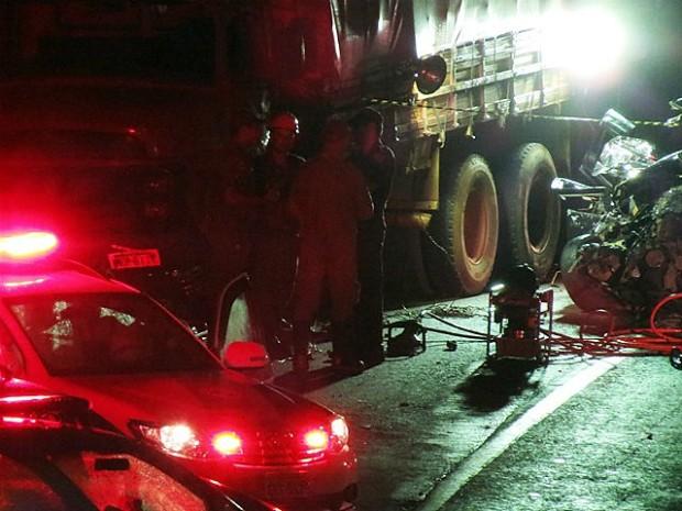 Carro bateu contra caminhão na rodovia SP-201 em Pirassununga (Foto: Vitor Naressi/Arquivo pessoal)