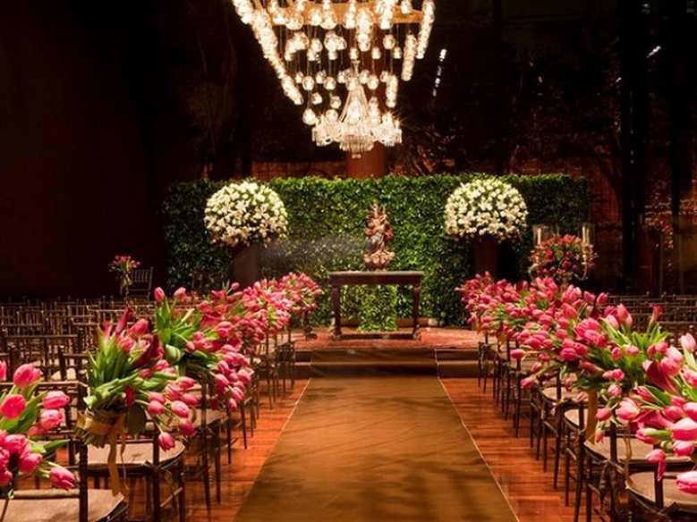 Casamento em rosa e marrom dupla compõe diferentes estilos de decoraç u00e3o Casa GNT # Decoração De Casamento Na Igreja Rosa E Branco