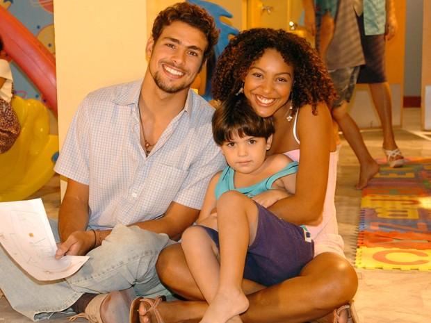 Cauã Reymond e Sheron Menezes formaram par romântico em Como uma Onda (Foto: Márcio de Souza / TV Globo)