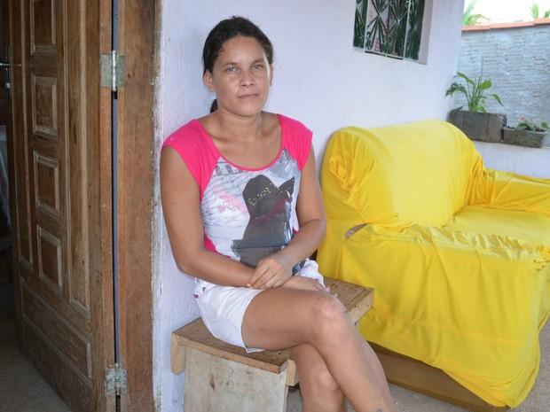 Sirlene conta que o filho de 4 anos que presenciou a morte do pai viu ele chorar e implorar para não ser morto (Foto: Rogério Aderbal/G1)