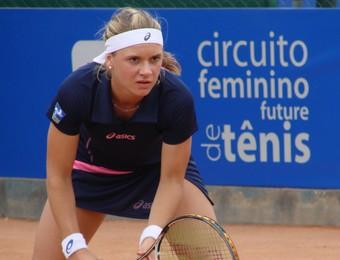 Laura Pigossi na quinta etapa do Circuito Feminino Future de Tênis, em São José dos Campos (Foto: Danilo Sardinha/Globoesporte.com)