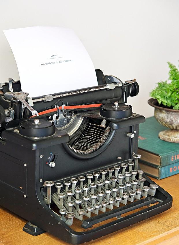 Analógico na era digital: marque a senha do wi-fi no papel da máquina de escrever Ideia Única (Foto: Cacá Bratke / Editora Globo)