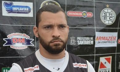 Volante Denis Pedra, do São Raimundo Esporte Clube em Santarém (Foto: Adonias Silva/GloboEsporte.com)