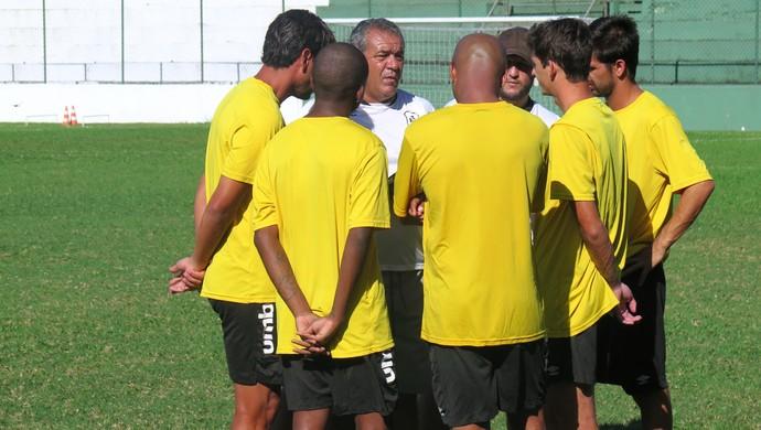 Serginho, técnico da Portuguesa Santista (Foto: Cássio Lyra)