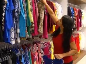 Mulheres são maioria entre os consumidores de uma loja de roupas em Palmas  (Foto: Reprodução/TV Anhanguera)