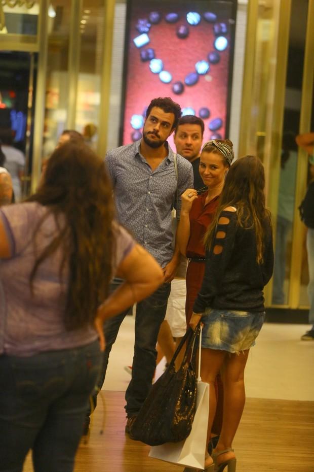Paola Oliveira e o namorado (Foto:  Marcello Sá Barretto_agnews)