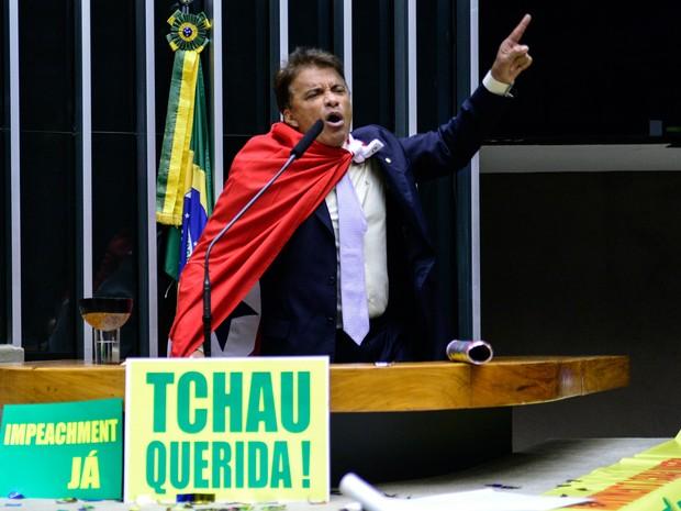 Deputado Wladimir Costa (Solidariedade/PA) discursa durante sessão de discussão do processo de impeachment da presidente Dilma Rousseff no plenário da Câmara, em Brasília (Foto: Gustavo Lima/Câmara dos Deputados)