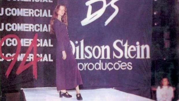 Aos 13 anos, Gisele desfilando durante curso de Dilson Stein em Horizontina (RS) (Foto: Dilson Stein/Arquivo pessoal)