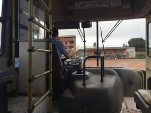 Motorista diz que assaltos são rotina no trajeto (Foto: Murilo Velasco/G1)
