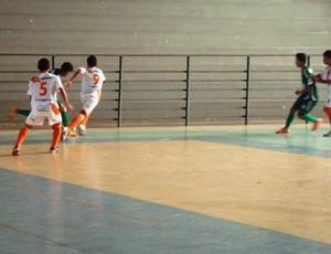 Pacaraima pega o Constelação pelo Sub-20 de Futsal, no Ginásio Municiipal de Pacaraima (Foto: Ribamar Rocha)