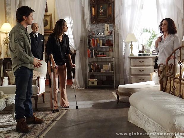 Olenka deixa Thales ansioso ao avisar que Nicole tem mensagem para ele (Foto: Amor à Vida / TV Globo)