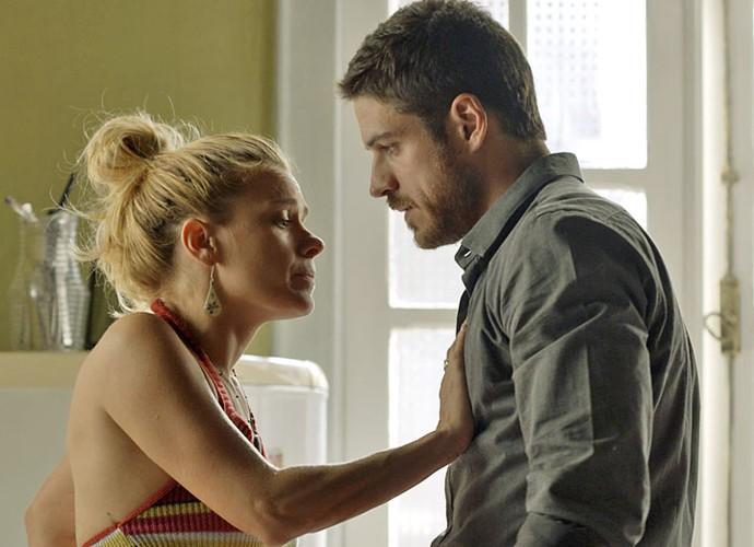 Lara evita que Dante a beije (Foto: TV Globo)