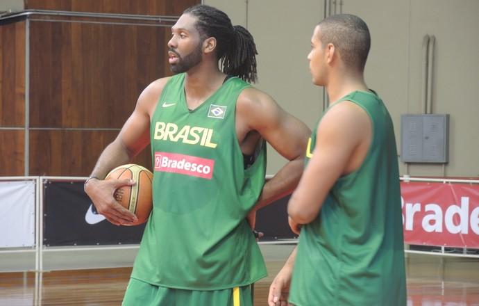 Gemerson seleção brasileira basquete Nenê (Foto: David Abramvezt)