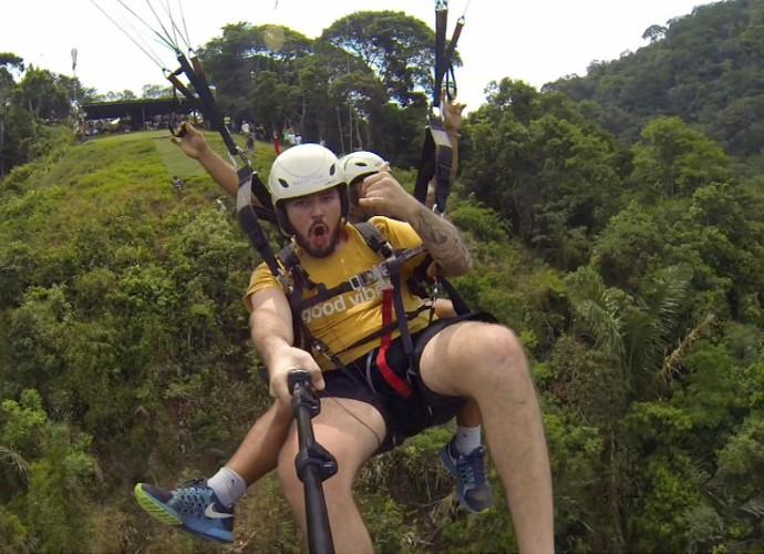 Julian de Moraes realizou o sonho de saltar de paraquedas  (Foto: Rio Sul Revista)