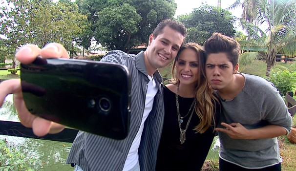Pedro Leonardo, Zé Felipe e Aline Lima se divertiram na entrevista (Foto: Reprodução / EPTV)