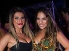 De shortinho e decotão, Babi Rossi curte noite solteira na Bahia
