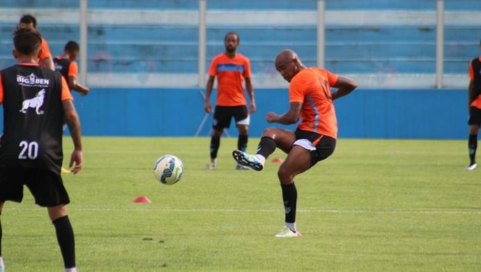 Alexandro, atacante do Paysandu, durante o treino (Foto: Samara Miranda/GloboEsporte.com)