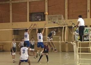 Campeonato Acreano de Vôlei Juvenil no ginásio Álvaro Dantas (Foto: Reprodução/TV Acre)