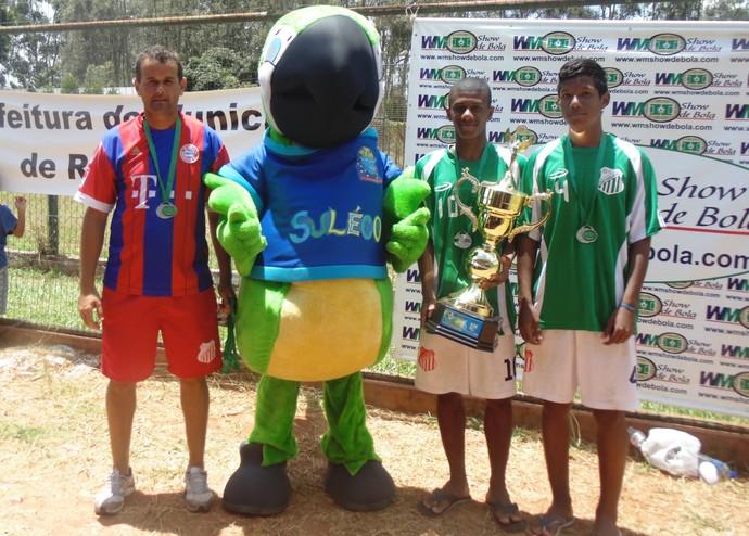 Rodrigo (centro) é um dos selecionados de João Ramalho (Foto: Dênis Richar da Silva / Arquivo Pessoal)