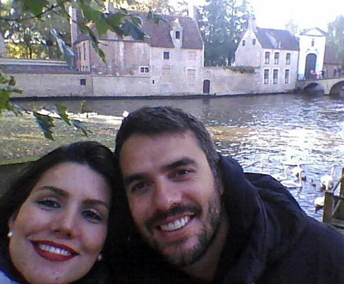 Casal faz selfie na Bélgica (Foto: Arquivo Pessoal)