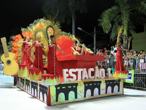 Estação Primeira abriu o desfile das escolas do grupo especial de Corumbá na noite desta segunda (Foto: Klévertib Velasques/Prefeitura de Corumbá)