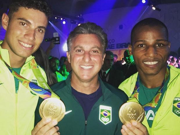 Thiago Braz, Luciano Huck e Robson Conceição em evento na Zona Oeste do Rio (Foto: Instagram/ Reprodução)