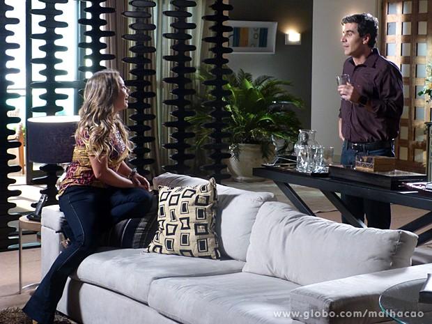 Abelardo descreve sua grande paixão para Bernardete (Foto: Malhação / TV Globo)