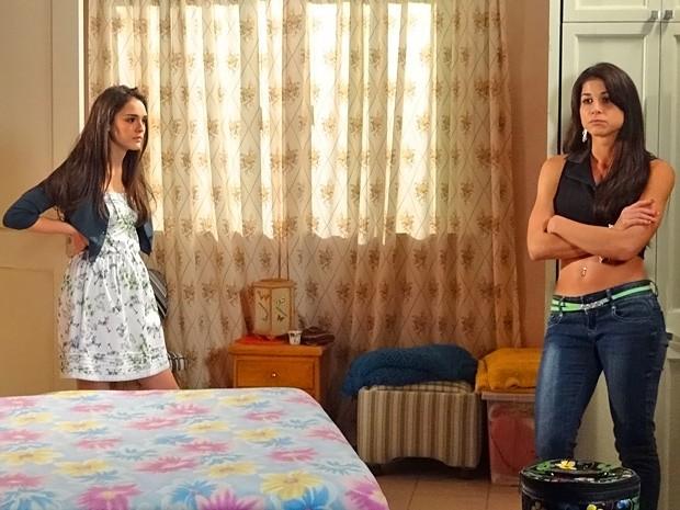 Cida não gosta nada de saber que Brunessa está grávida e o filho pode ser do Rodinei (Foto: Cheias de Charme/ TV Globo)