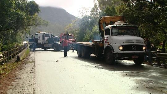Ônibus de banda sertaneja segue em arroio de Candelária após acidente com morte no domingo