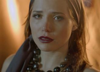 Elisa chora ao ser humilhada por fotógrafo durante ensaio fotográfico