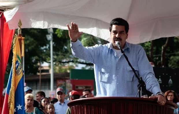 O vice-presidente Nicolas Maduro lê informe sobre saúde de Chávez em Guarico nesta quinta-feira (20) (Foto: Reuters)